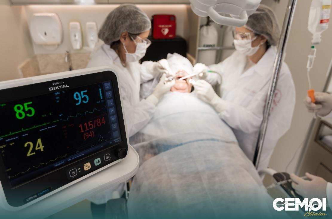 Day clinic é uma expressão utilizada pelo CEMOI Clínica em Brasília para a realização de procedimentos cirúrgicos médicos e odontológicos em ambiente ambulatorial que evite o agravo ou contribua para a melhora do quadro clínico do paciente.